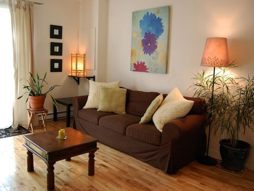 Very Cozy Apartment in a Quiet and Welcoming Area, You'll Feel at Home. 15 Min. Downtown