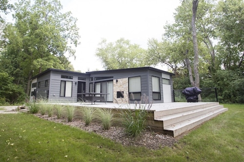 Waterfront Cottage in a 200 Acre Conservation Area