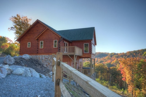 4BR Cabin, Hot Tub, Big Views, Game Room, Gas Log Fireplace, Hdtv, 2 Masters Suites, Banner Elk