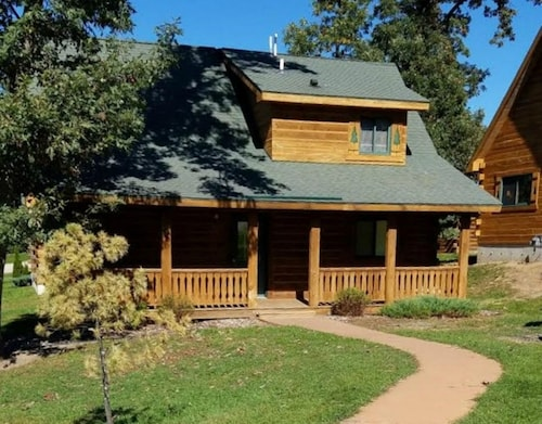 Cozy 3BR & 2BA Cabin Perfect For Your Family Getaway
