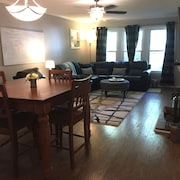 Home Theater & Hot Tub! 3 Bdr, 1 Bath, Whole House Retreat Near The Village