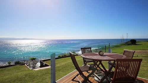 The Headland @culburra. Luxury, Absolute Waterfront House! Dog Friendly