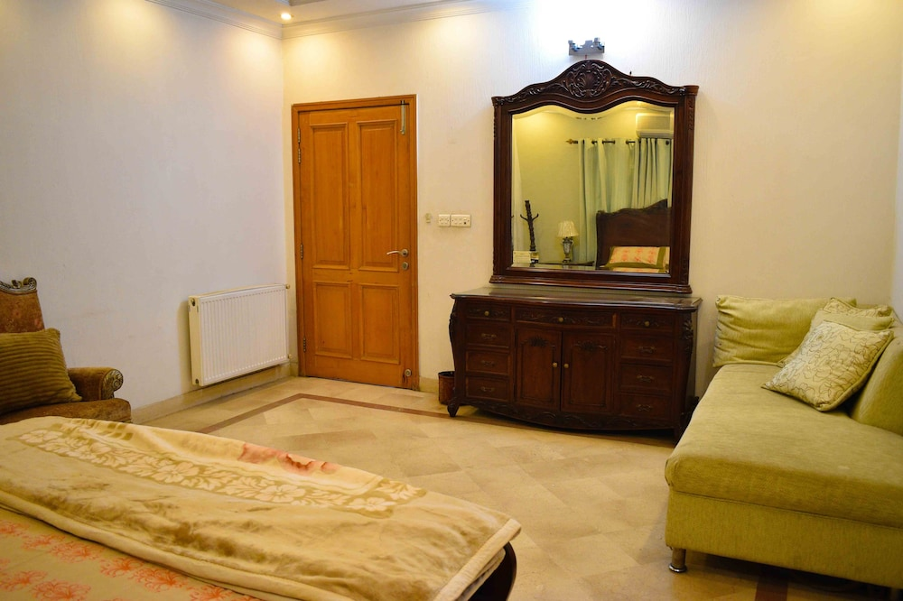 Dating room in lahore