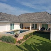 Quietly Located Pool Villa in Hua Hin / Pranburi
