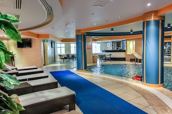 Days Inn Hotel & Suites