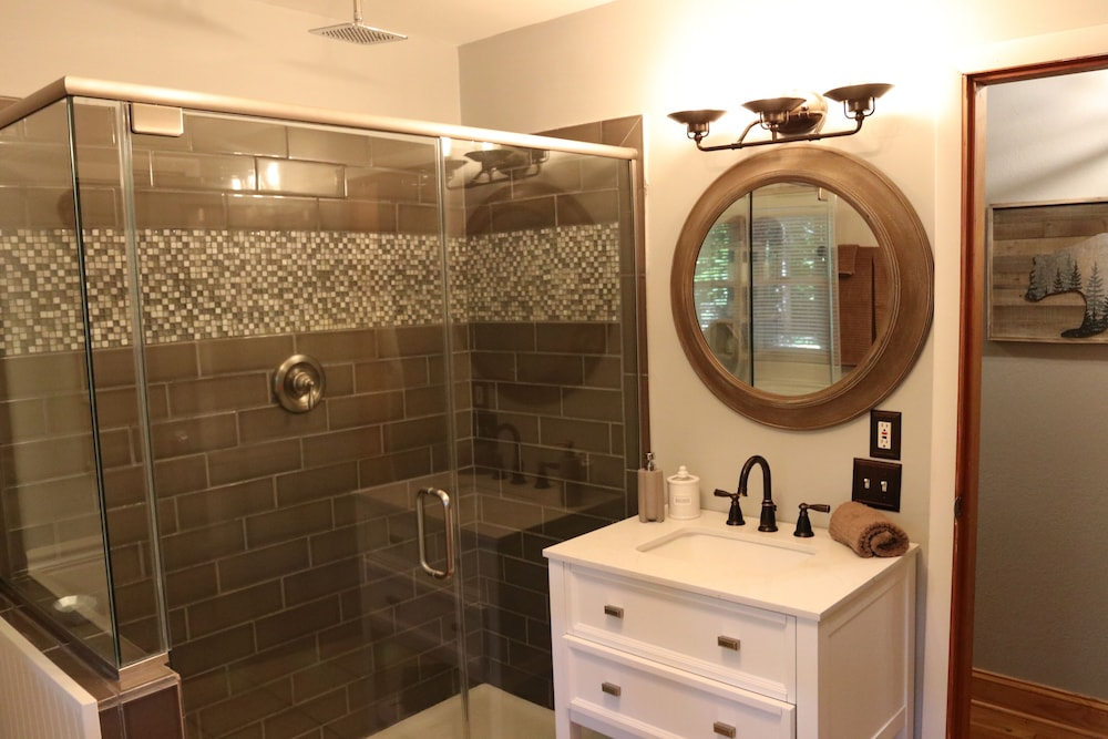 Bathroom, Hidden Gem, 30 ft From Creek, Hot Tub, Outdoor Fire Pit, Fireplace, Pet Friendly