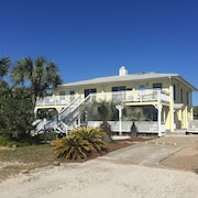 Adorable Beach Cottage. Full Size Swimming Pool. NO Damage From Hurricane Michae