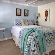 The Sweetest Tiny one Bedroom on Folly