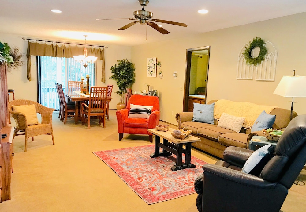 Featured Image, One of Nwarkansas Travel Guides Top 10 Best Vacation Rentals in Bella Vista, AR