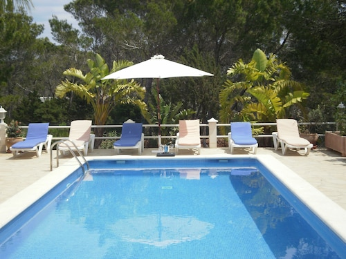 Villa With Pool and Barbecue Near the Beach