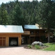 Beautiful, Updated Log Cabin on the Poudre River
