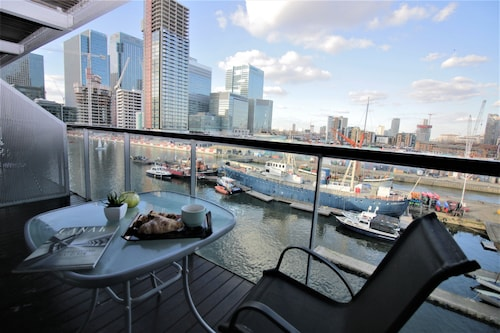Canary Wharf Luxury River view apartment