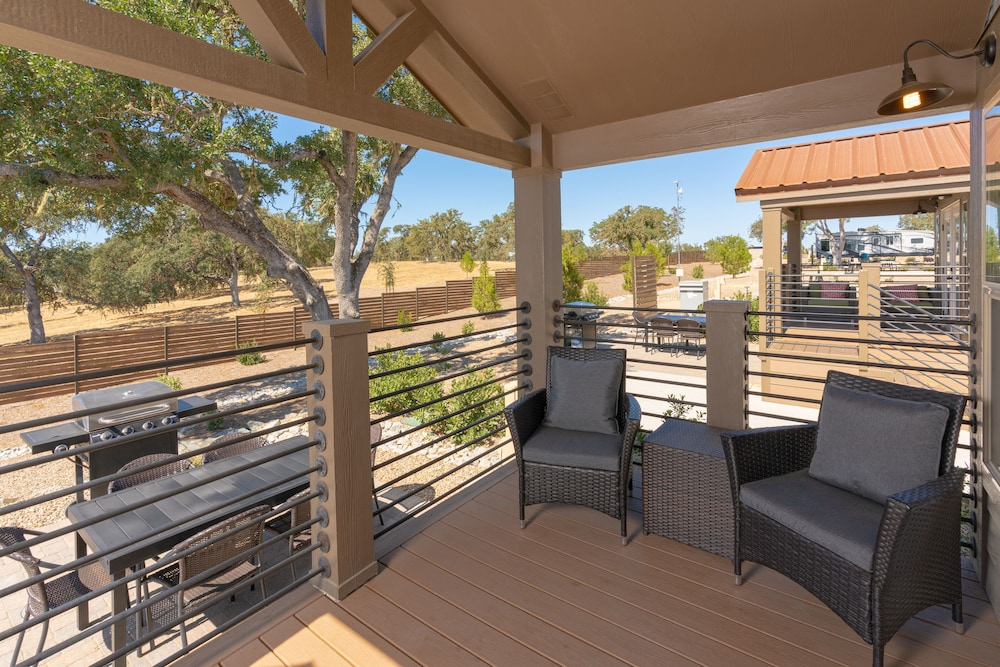 Terrace/Patio, Cava Robles RV Resort