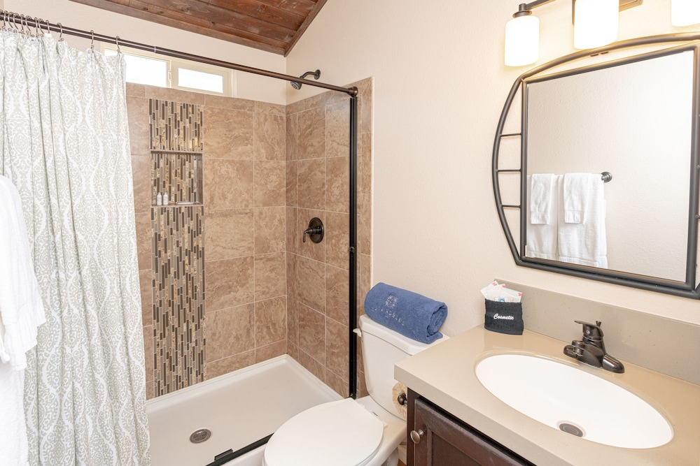 Bathroom, Cava Robles RV Resort
