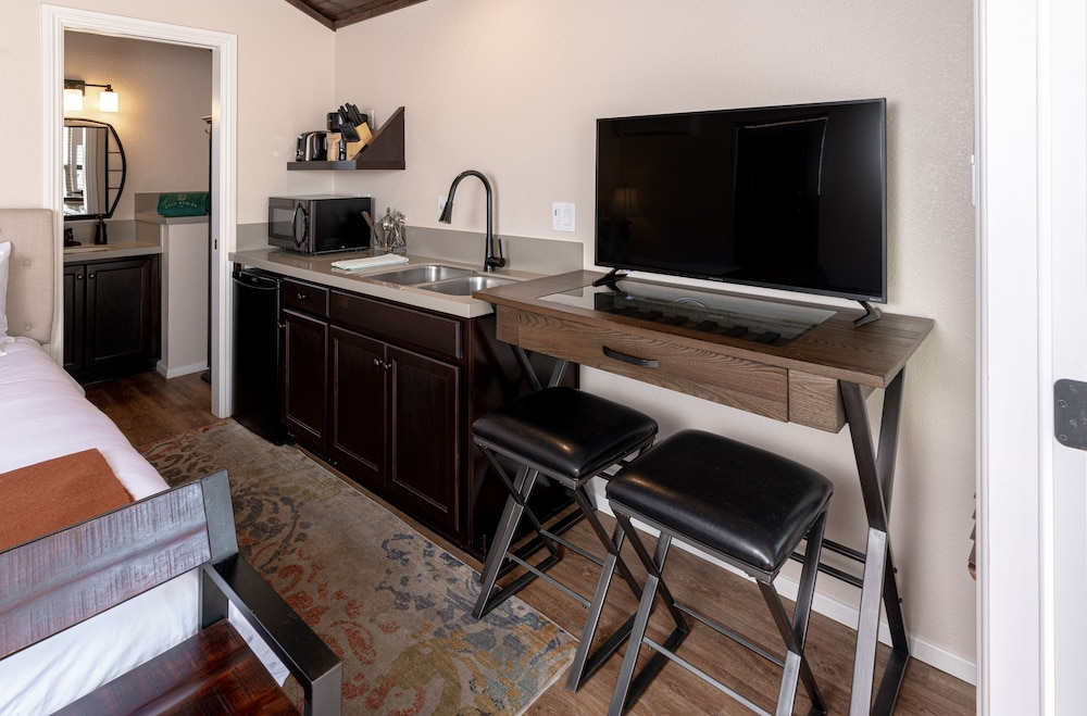 Private Kitchenette, Cava Robles RV Resort