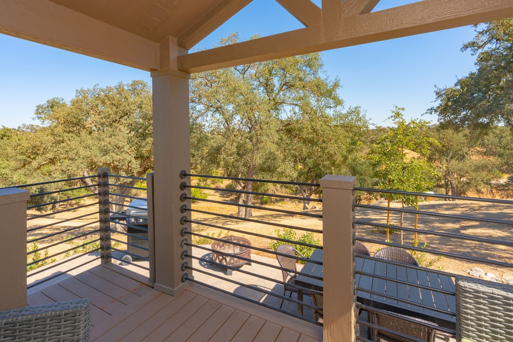 Balcony, Cava Robles RV Resort