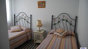 2 Schlafzimmer, Bügeleisen/Bügelbrett, kostenlose Babybetten