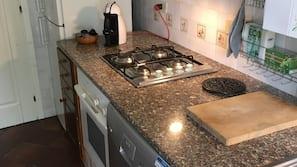Microonde, forno, piano cottura, lavastoviglie
