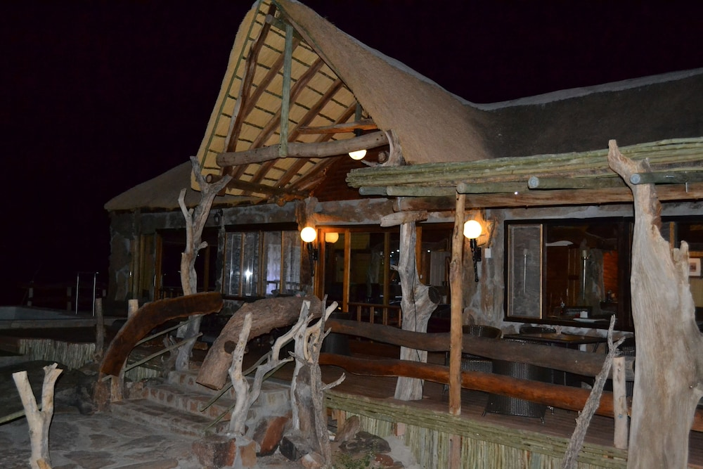 Front of Property - Evening/Night, Namib's Valley Lodge