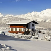 Tyrolean-style Apartment With 2 Beautiful Bedrooms and Balcony With Mountain Views