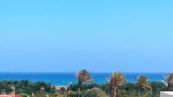 Central Apartment in El Matorral, Fuerteventura, With 2 Sea-view Balconies - 500m From Beach