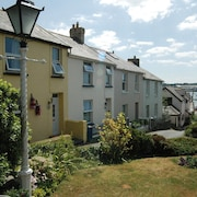 Beautiful 3 Bedroom Cottage, Close To Waterfront In Charming Coastal Village