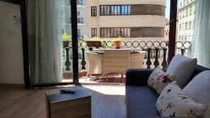 1 slaapkamer, donzen dekbedden, een kluis op de kamer