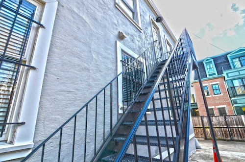 Great Place to stay 525 Northwest Apartment #1062 - 1 Br Apts near Washington