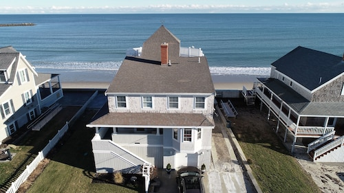 Beachfront Vacation House Perfect for big Families!
