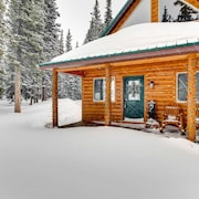 Whimsical Hollow 2 Bedrooms 1 Bathroom Cabin