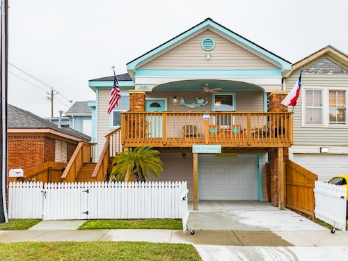 Great Place to stay 2626 Avenue Q Home 3 Bedrooms 1 Bathroom Home near Galveston