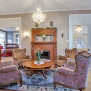 Ellerbeck Mansion Bed & Breakfast - World Traveler Room.