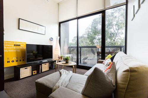 GEORGE, 1BDR North Melbourne Apartment