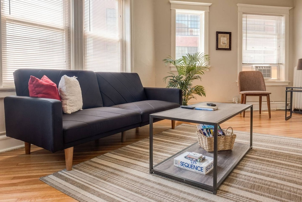 Lively 1 Bedroom Apt Near Lake in Milwaukee   Hotel Rates ...