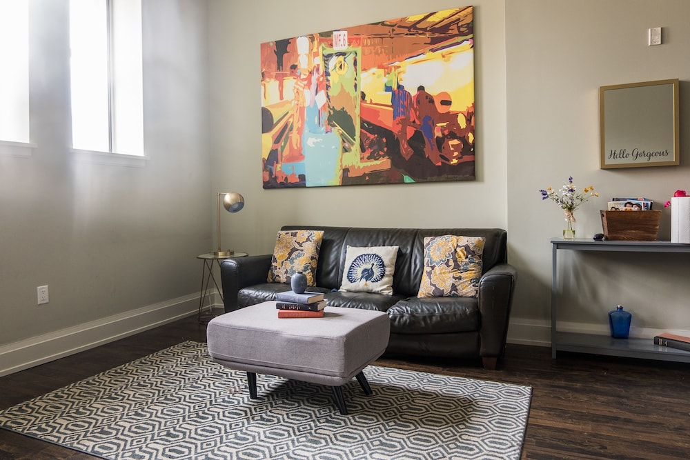 Luxury 2 Bedroom Downtown Apartment in Milwaukee | Hotel ...