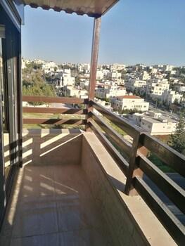 Cozy Dair Ghbar Apartments