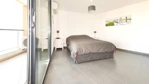 4 bedrooms, in-room safe, iron/ironing board, free WiFi