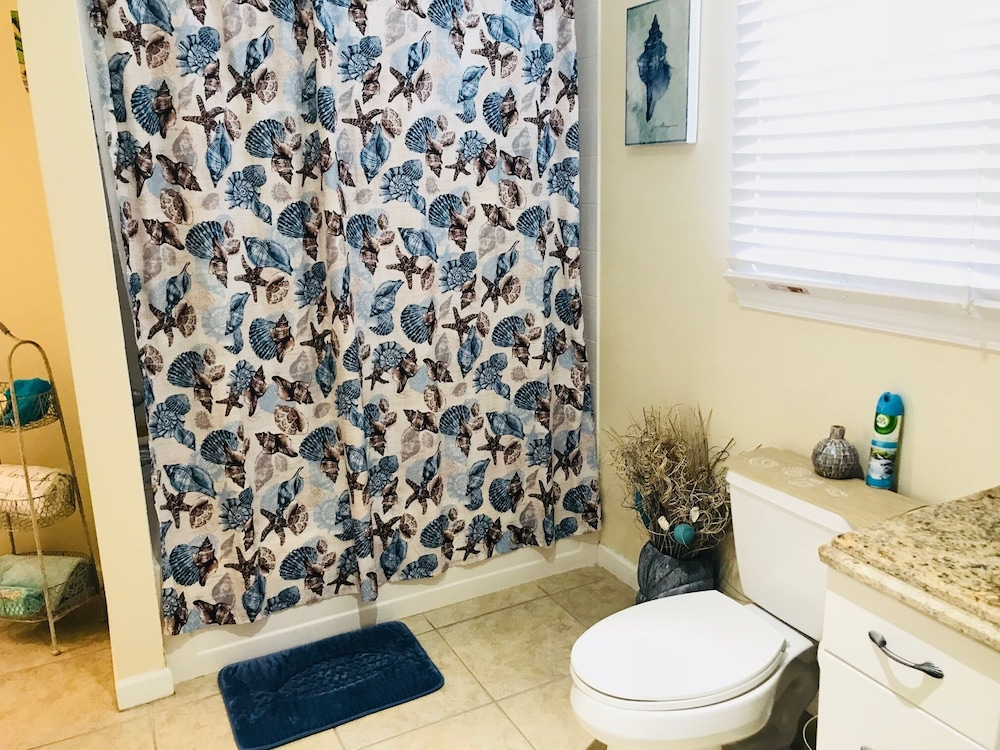 Bathroom, Casa Capri Beautiful Tropical Style House With 3 King Suites Pool 2 mi to Beach