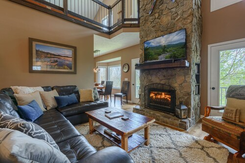 4br, Hot Tub, Pool Table, Views, 2 King Suites, App Ski Mtn, Minutes to Boone, Blowing Rock