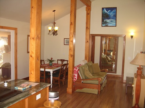 Quiet Country House W/private Jacuzzi and Fire Pit -from $249 p/n
