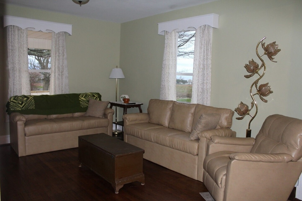 Living Room, Completely renovated year-round  rental