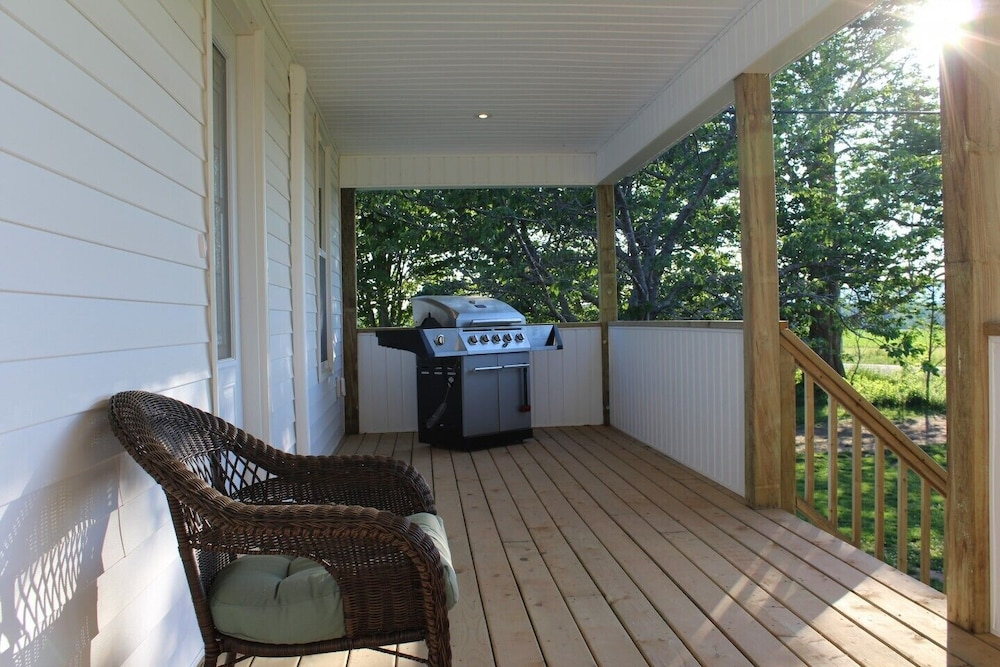 BBQ/Picnic Area, Completely renovated year-round  rental