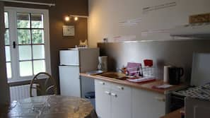 Réfrigérateur, micro-ondes, four, cafetière/bouilloire
