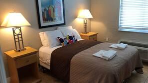1 bedroom, desk, free WiFi, linens
