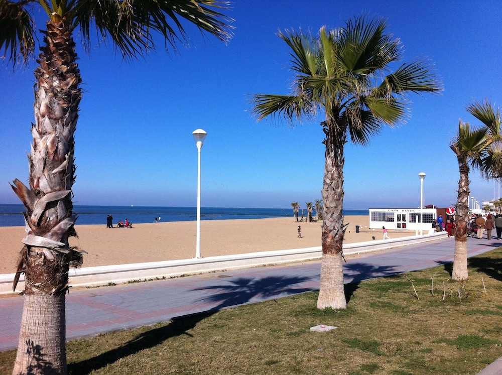 Beach, Apartment with 2 bedrooms only 150 meters from the beach