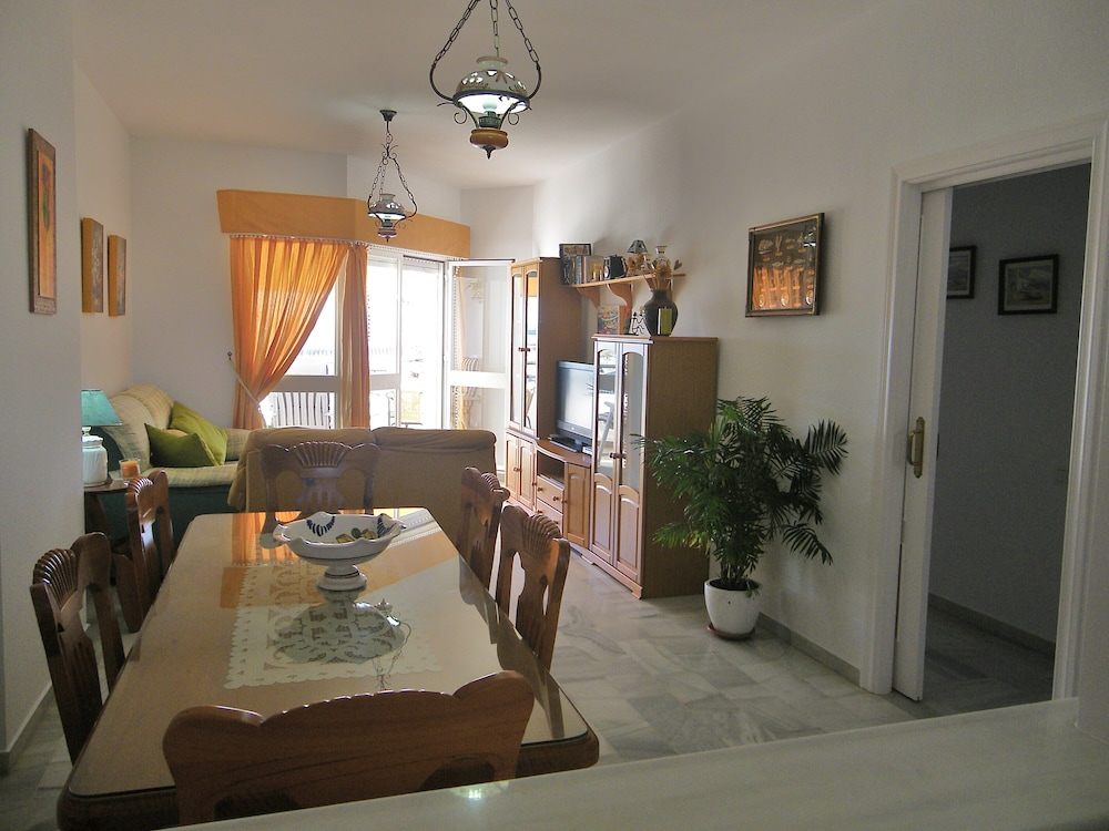 Private Kitchen, Apartment with 2 bedrooms only 150 meters from the beach