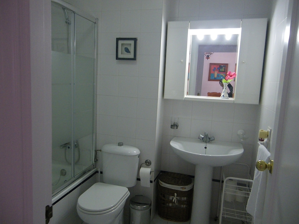 Bathroom, Apartment with 2 bedrooms only 150 meters from the beach