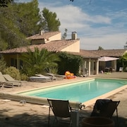 Provence Near Avignon: Villa With Pool, Privacy and Magnificent View