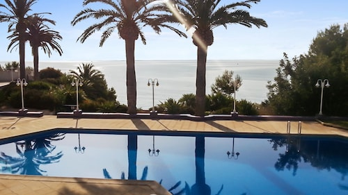 Luxury Apartment in Alcanar With 2 Bedrooms, 2 Terraces, sea Views and Pool 20m From the Beach!