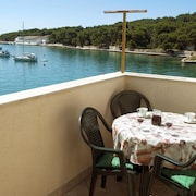Apartment With one Bedroom in Prvić Luka, With Wonderful sea View, Furnished Terrace and Wifi - 1 m From the Beach